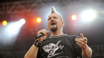 Klamydian laulaja Vesku Jokinen haluaa pyytää faneiltaan anteeksi käytöstään.