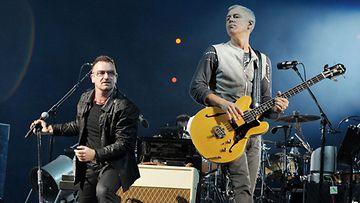 U2-yhtyeen Bono ja Adam Clayton.