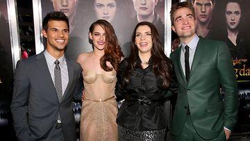 Hymy on palannut Twilight-tähtien kasvoille.