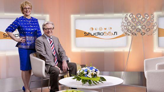 Studio55.fi-ohjelman juontajat Pirjo Haapoja ja Markku Veijalainen.