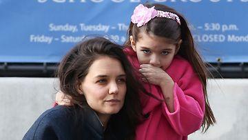 Katie Holmes sai oikeudessa Suri-tyttären huoltajuuden.
