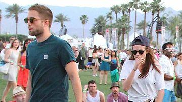 Robert Pattinson ja Kristen Stewart viettävät yhteistä aikaa festareilla.