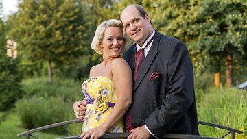 Tangokuningatar Heidi Pakarinen miehensä Mika Pohjosen kanssa.