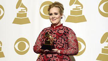 Adele nappasi parhaan pop-sooloesiintymisen Grammyn.
