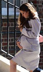 Vale-Catherine asteli sairaalan Lindo-siipeen, missä myös oikean herttuattaren uskotaan synnyttävän.