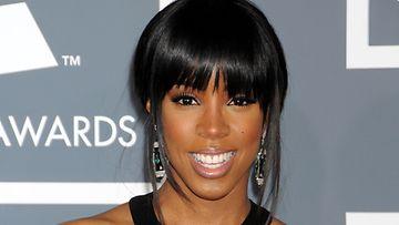 Kelly Rowlandin rohkea puku uhmasi pukeutumissääntöjä.