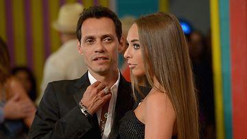 Marc Anthony ja tyttöystävä Chloe Premios Juventud -gaalassa.