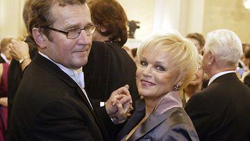 Panu Rajala ja Katri Helena itsenäisyyspaiävänä Linnassa 2003.