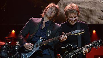 Richie Sambora ja Jon Bon Jovi lavalla joulukuussa.