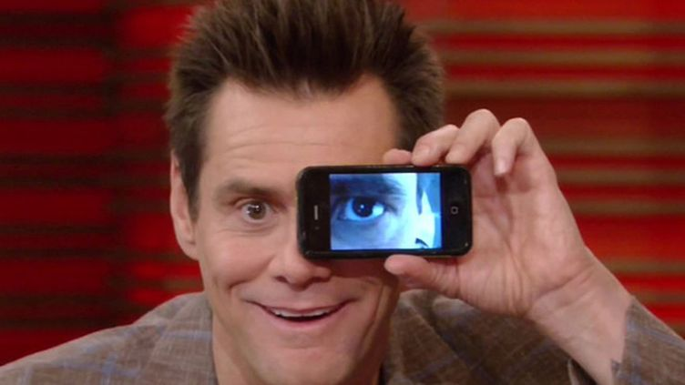 Jim Carrey leikki iPhonella.