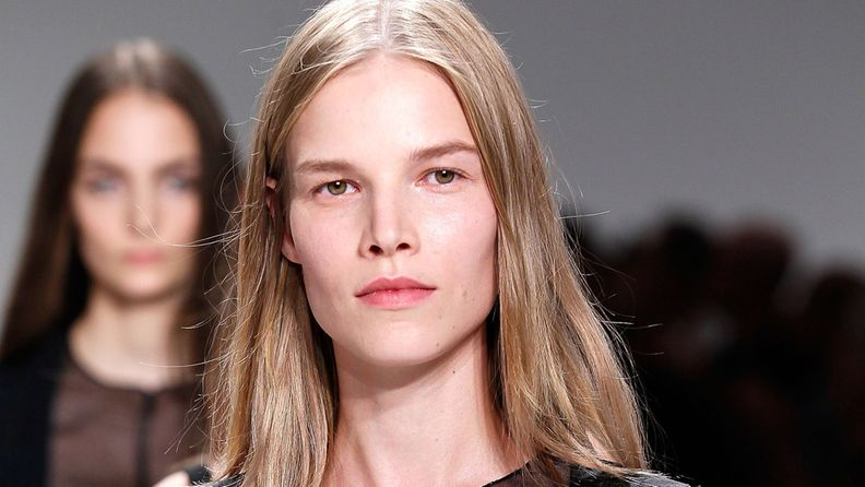 Suvi Koponen New York muotiviikoilla Calvin Kleinin näytöksessä.