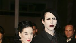 Von Teese ja Manson 2006. (Kuva: Pascal Le Segretain/Getty Images)