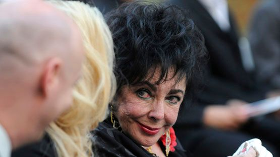 Michael Jacksonin hautajaiset Elizabeth Taylor