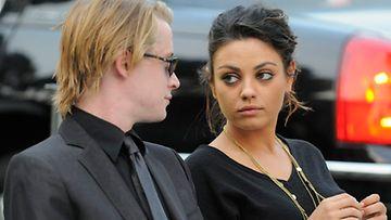 Michael Jacksonin hautajaiset Macaulay Culkin ja Mila Kunis