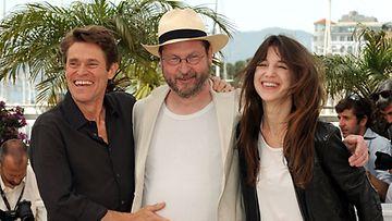 Willem Dafoe, Lars von Trier ja Charlotte Gainsbourg Cannesissa (Wireimage)