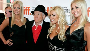 Hugh Hefner ja uudet playboypuput. (Kuva: Jim Ross/GettyImages)