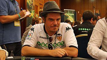 Jussi Heikelä  Unibet Open pokeriturnauksessa Prahassa. Kuva: MTV3.