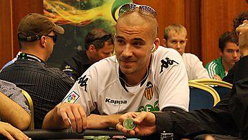 Aleksi Valavuori Unibet Open pokeriturnauksessa Prahassa. Kuva: MTV3.