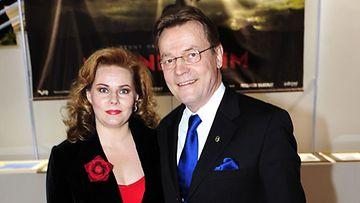 Nina ja Timo T.A. Mikkonen (Kuva: Heikki Saukkomaa/Lehtikuva)