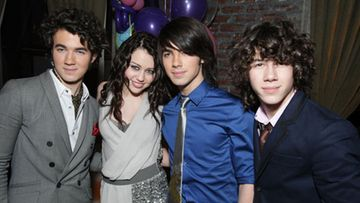 Jonas Brothers ja Miley Cyrus (kuva: wire images/all over press)