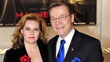 Nina ja Timo T.A. Mikkonen (Lehtikuva)