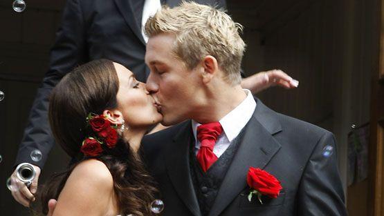 Sara Nunes ja Jussi Ahde menivät naimisiin kesällä 2008. (kuva: Roope Salonen/Lehtikuva)