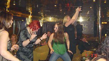 hämmästyttävä löytää morsian tanssi