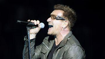 U2 esiintyi Helsingissä perjantaina ja lauantaina. Kuvassa bändin laulaja  Bono. (Kuva: Mikko Stig/Lehtikuva)