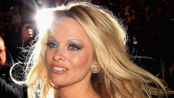 Pamela Anderson suku puoli video