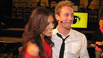 Big Brother 2010 -voittaja Niko Nousiainen yhdessä tyttöystänsä Sofia Ruusilan kanssa.