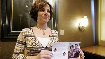Susan Ruusunen esitteli Pääministerin morsian -kirjan kantta helmikuussa 2007. (Kuva: Mikko Stig/Lehtikuva)