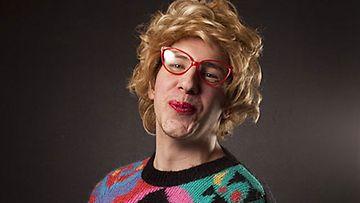 Marja Tyrni suosittelee tortun kostutukseen munaa. (Kuva: MTV3)