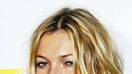 Kate Moss ei jaksanut hymyillä joulukuussa (Kuva: Scott Wintrow/Getty Images)