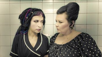 Kirjailija Sofi Oksanen  ja muusikko Maija Kaunismaa