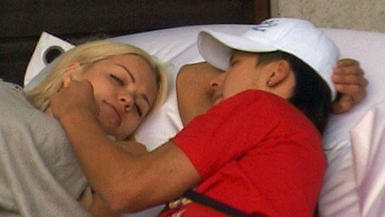 qun tele mies ja nainen sängyssä