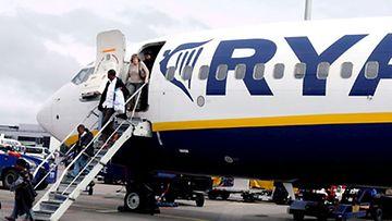 Ryanair laskuttaa erikseen lähtöselvityksestä. Kuva: EPA