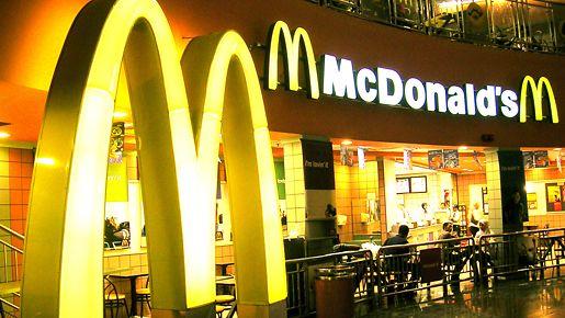 Erikoinen tempaus McDonald'sissa: Tyhjillä tölkeillä saa hampurilaisen ilmaiseksi