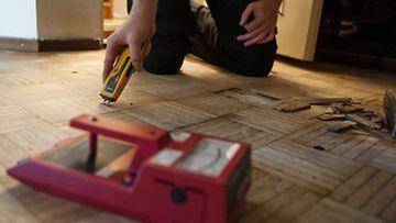 Tallenna  Puun kosteutta mitataan puunkosteusmittarilla.