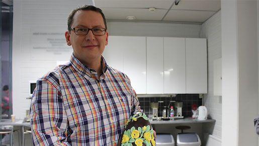 Suklaamestari Petri Sirén esitteli Suomen kalleinta suklaamunaa keskiviikkona 27.3.2013.