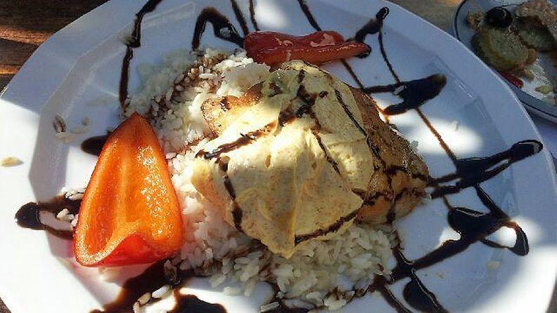 Pohjoishelsinkiläisen lounasravintolan kanaleikeannoksesta löytyi ruuvi.