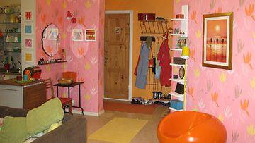 Jennin huoneesta löytyy monia eri värejä.