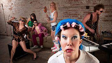 Juhliminen häiritsee usein naapureita.