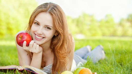 Vaaleaihoiset tarvitsevat D-vitamiinia purkista, vaikka aurinko paistaisikin.