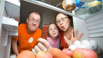 Jääkaapin säännöllinen siivoaminen kannattaa, jotta herkut pysyvät herkkuina...