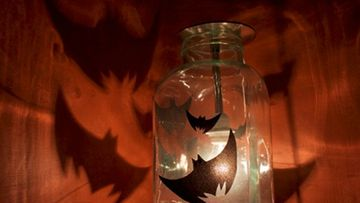 varjot ovat vahvemmat kuin kynttilän loisteessa.