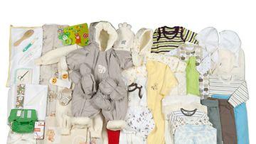 Kelan äitiyspakkauksessa on tänä vuonna entistä enemmän bodyja, potkupukuja ja myssyjä.
