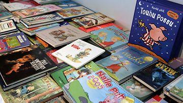 Mitä lastenkirjassa saa mielestäsi lukea?
