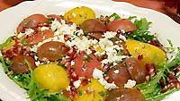 värikäs tomaattisalaatti