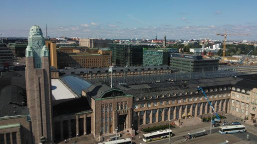 Helsingin Rautatientorilla pääsee 13.-19.8 nauttimaan gourmetruoasta yläilmoissa.