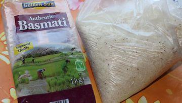 Pieniä hyönteisiä kuhisi riisipussissa satoja
